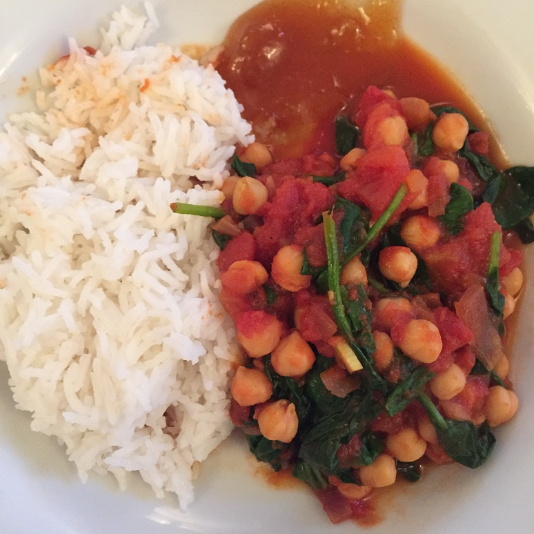 Spinach and Chickepea Curry - In the Kitchen - This and That Blog